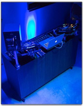 bluedoor-dj-booth-desk-wheels