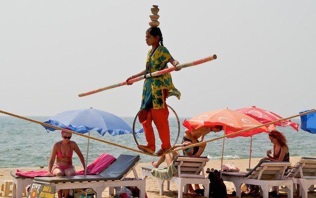 Tightrope Act on Anjuna Beach © Sandrah Cohen Rose | Flickr-2